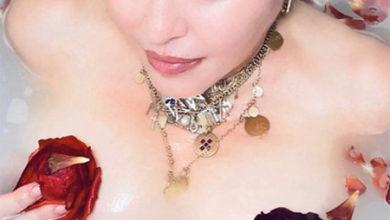 Photo of Обнаженная Мадонна в ванне с цветами рассуждает о коронавирусе: видео