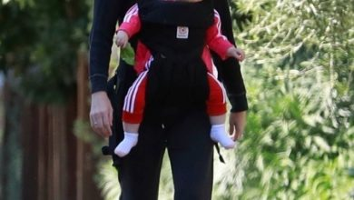 Photo of От улыбки станет всем светлей: Кейт Мара и Джейми Белл с подросшей дочерью на прогулке в Лос-Анджелесе