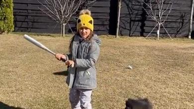 Photo of Жестокие игры: Джиган выложил видео, в котором учит дочерей метать ножи и орудовать битой
