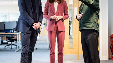 Photo of Кейт Миддлтон и принц Уильям посетили лондонский центр скорой помощи