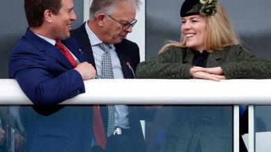 Photo of После объявления о разводе: внук Елизаветы II Питер Филлипс с супругой Отэм вместе вышли в свет