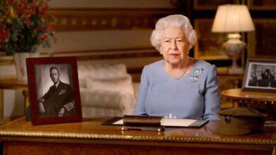 Photo of Королева Елизавета II, Кейт Миддлтон и принц Уильям и принц Чарльз отметили годовщину окончания Второй мировой войны