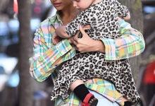 Photo of Леопард в клетке: Ирина Шейк и ее дочь Лея продемонстрировали контрастные образы на прогулке в Нью-Йорке