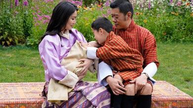 Photo of Король и королева Бутана поделились семейной фотосессией с новорожденным сыном